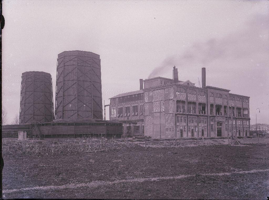 Hofstede crull en zijn eerste opgerichte elektriciteitscentrales in borne 1896 en hengelo - Centraal geschorste schoorsteen ...